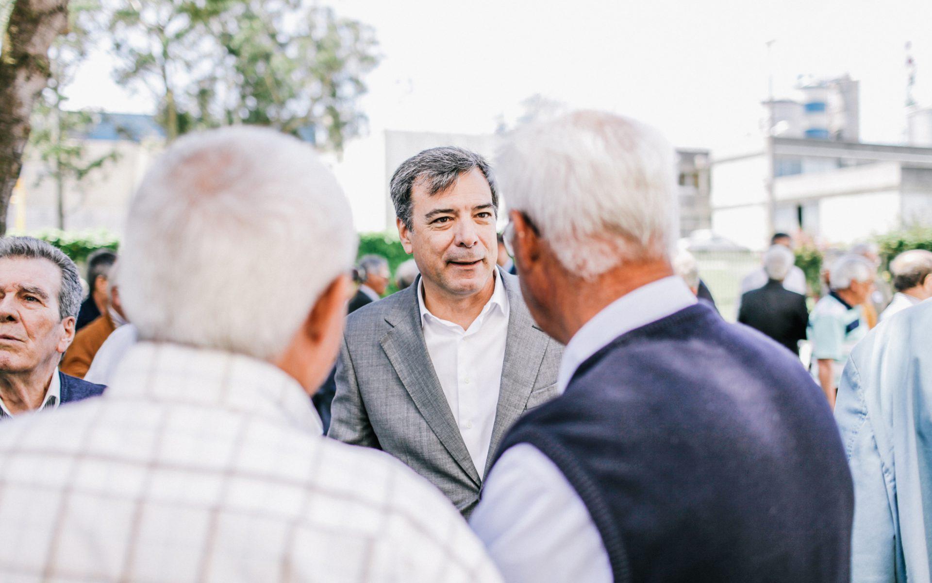 Carlos Van Zeller receiving the guests