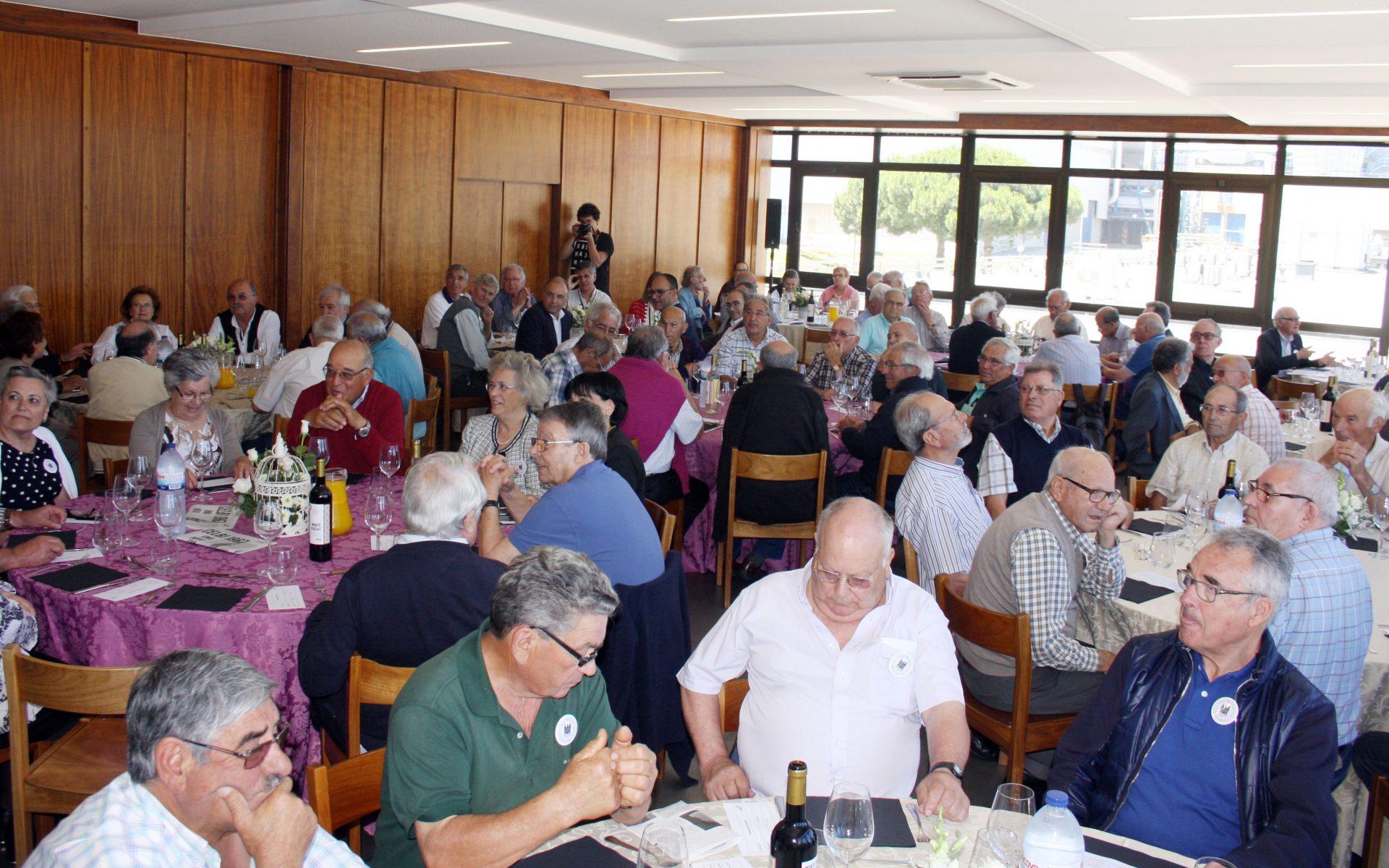 O convívio decorreu num almoço comemorativo marcado pela presença de uma centena de colaboradores