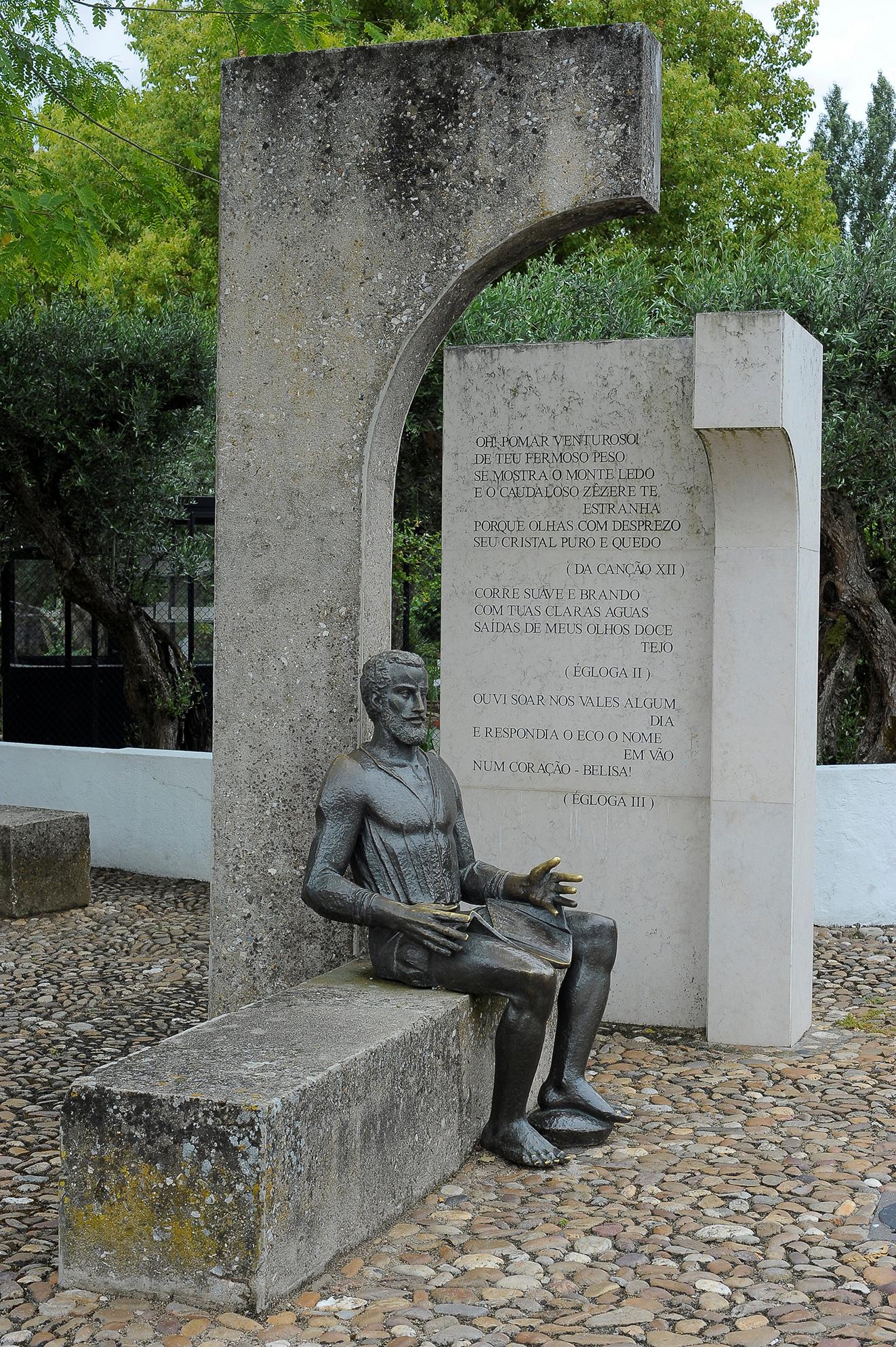 Obra escultórica de Camões do mestre Lobo Henriques