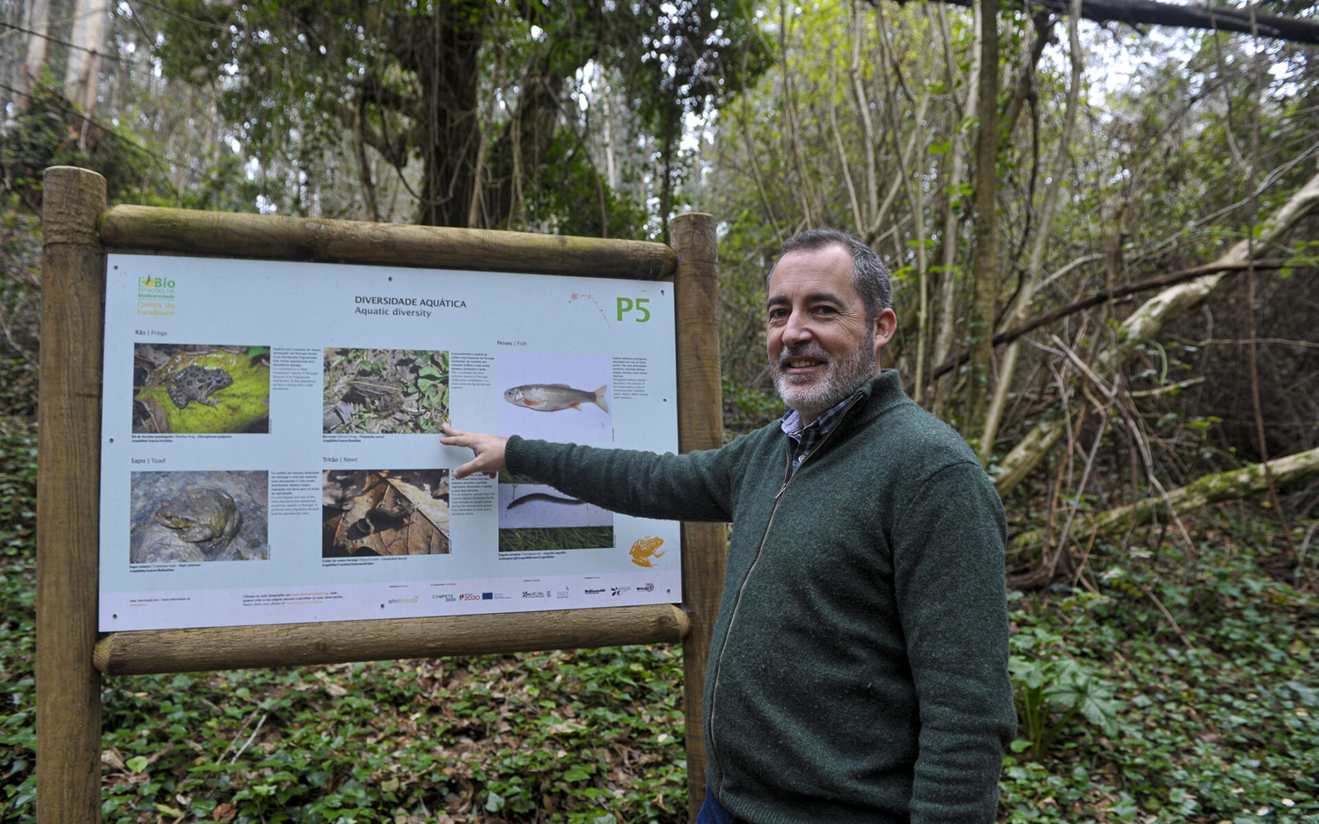 Painel informativo na estação de biodiversidade na Quinta do Furadouro